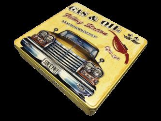 Retro amerikaner bil og tankstation kagedåse
