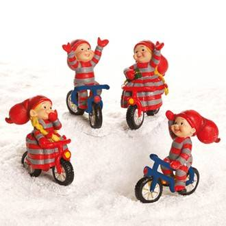 Babynisser cykler uden hænderne på cykelstyr