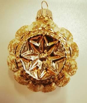 Blanke kugler i guld med glimmer