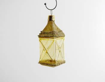 Guld lanterne juletræskugle med vinduer