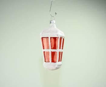 Hvid mundblæst lanterne med røde glas vinduer