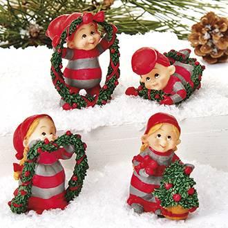 Nissetumlingernes hjælp med jule pyntning