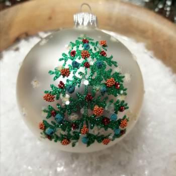 Perlemors hvid juletræskugle med juletræ Ø 8 cm