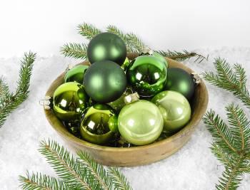Silkematte og blanke grønne glas juletræskugler