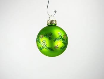 Silkematte grønne juletræs kugler med dekor