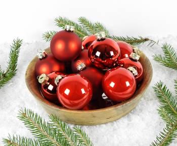 Silkematte og blanke rød glas juletræskugler