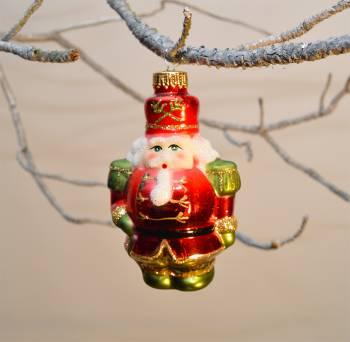 Smuk rød nøddeknækker julekugle