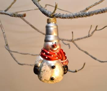 Snemand med høj hat julekugle